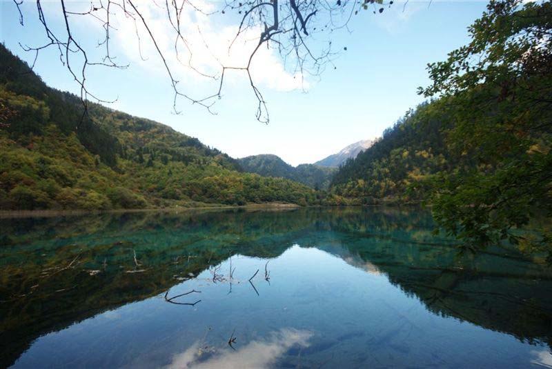 טיול לסין וטיבט -מסע בשמורות השלכת היפות בעולם ושייט על היאנגצה-שבטים וצבעים בין שלכת לנהר