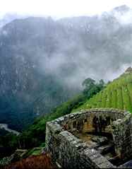 יום 3 -  העמק הקדוש; מצודה, מרכז היקום, חיים ללא שינוי