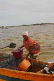 יום 13 - דייג צבעוני, אמנות עממית ושייט לילי